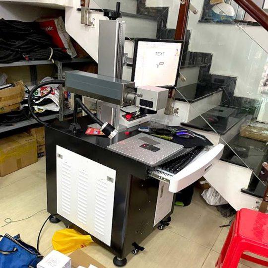 Máy khắc laser fiber 50W màu xám